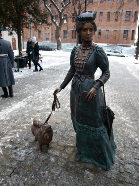 Скульптура «Дама с собачкой» в Серпухове