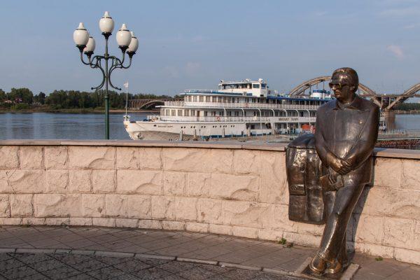 Памятник Л. И. Ошанину