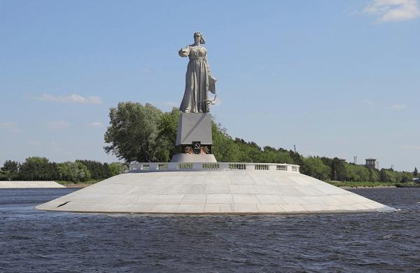 Монумент «Мать-Волга»