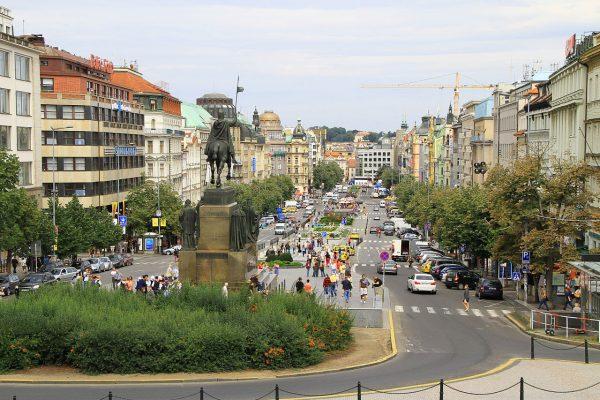Вид на Вацлавскую площадь Праги со стороны Национального музея