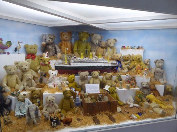 Экспонаты музея игрушек в Праге