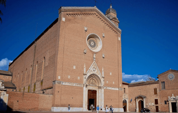 Боковой фасад базилики Сан-Доменико