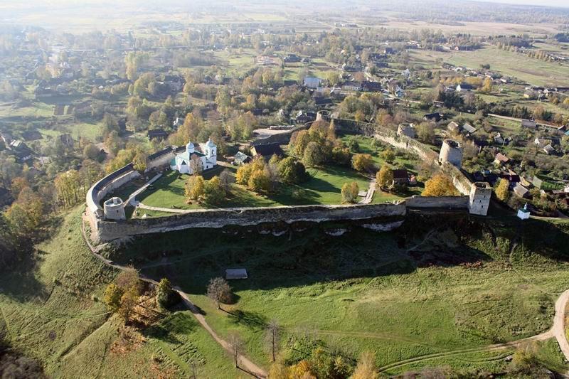 Изборск— деревня-музей русского Севера в Псковской области