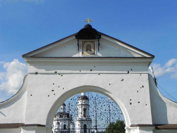Главные ворота Николаевского Черноостровского монастыря Малоярославца