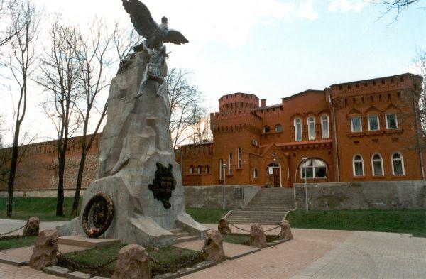 Монумент Благодарная Россия — героям 1812 года