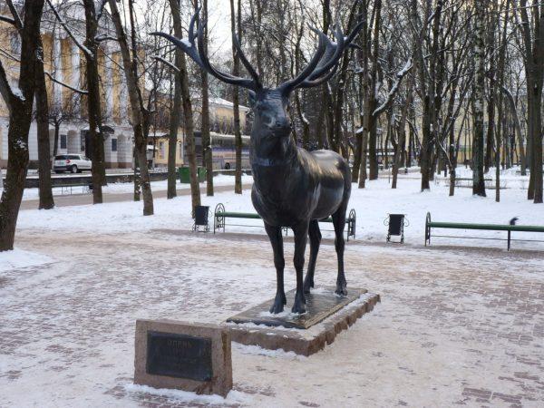 Скульптура Оленя в саду Блонье