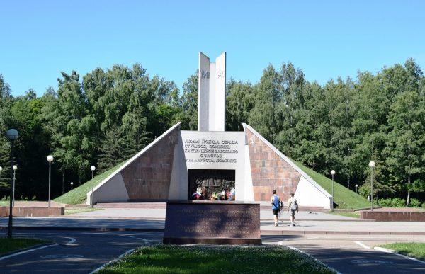 Курган Бессмертия в Реадовском парке