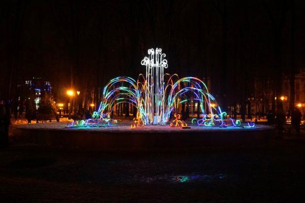 Светомузыкальный фонарь в саду Блонье