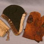 Шапки, рукавицы и холщовый мешочек старца