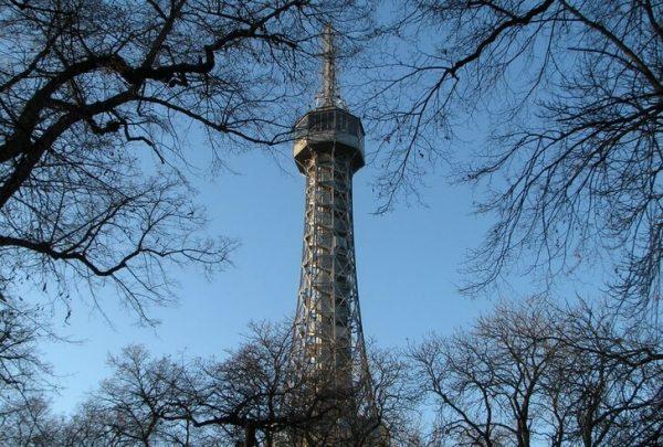 Петршинская обзорная башня в Праге