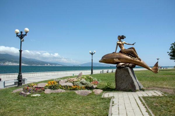 Скульптура Девушка на дельфине