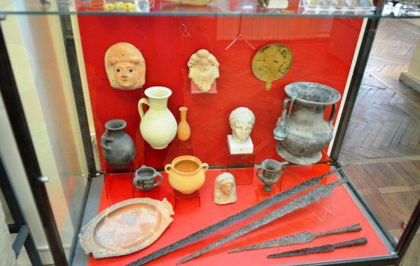 Фрагмент экспозиции старинных вещей