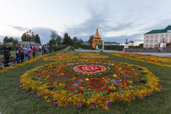 Цветочные ковры в праздник Успения Богородицы