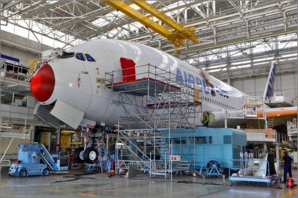 Сборка самолёта А-380 на заводе в Тулузе