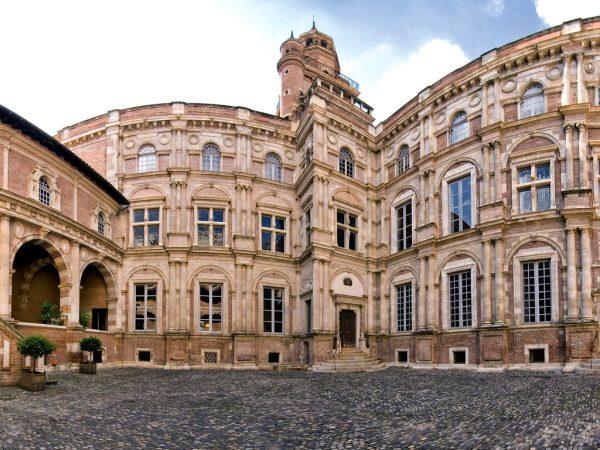 Фасад здания дворца Д'Ассезе