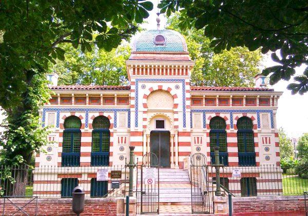 Здание музея Лабита, построенное в мавританском стиле