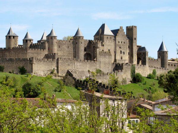 Графский замок в Какассоне, окружённый каменной стеной
