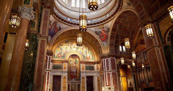 Внутреннее убранство кафедрального собора в Вашингтоне