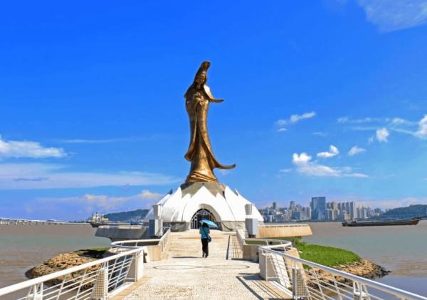 Статуя Кун Иам