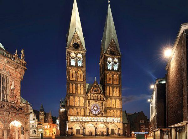 Здание собора святого Петра в Бремене