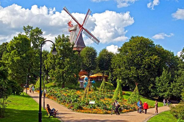 Отдыхающие в парке Валлаланген