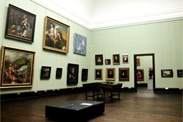 Картины на стенах художественного музея Бремена