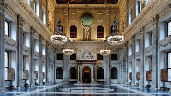 Интерьер главного зала Королевского дворца
