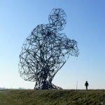 Фигура человека, сделанная из стали