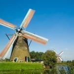 Ветряная мельница в деревне