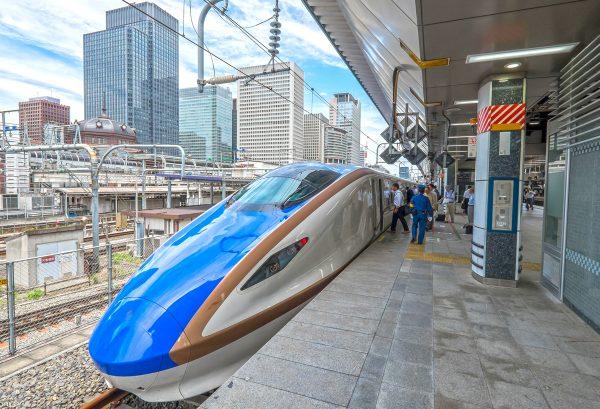 Высокоскоростной поезд «Синкасэн» на станции Токио