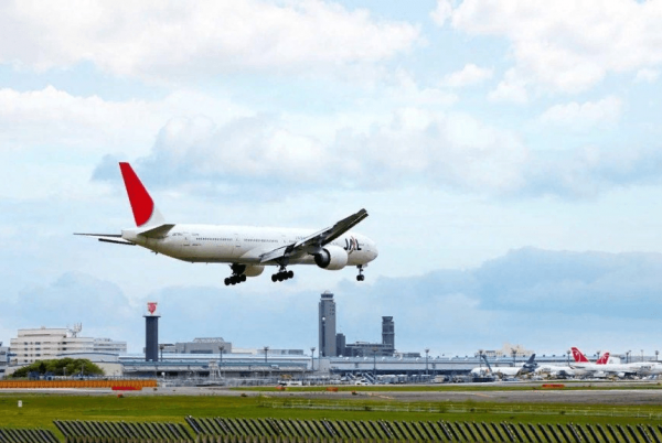 Самолёт идёт на посадку в аэропорту Нарита