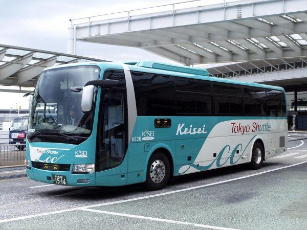 Автобус выехал с автовокзала Токио