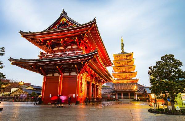 Здание храма Сенсодзи и пагоды
