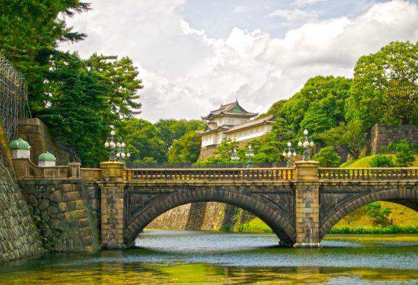 Старинный мост перед Императорским дворцом