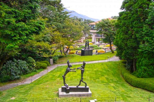 Скульптуры в музее под открытым небом