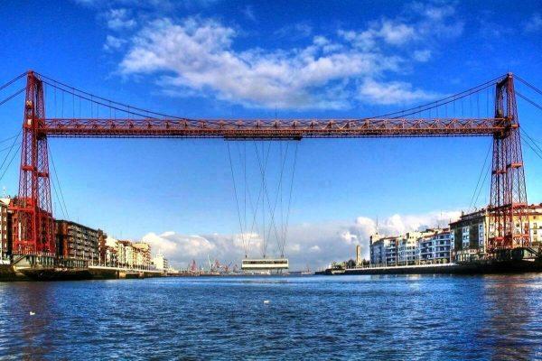 Бискайский мост-транспортёр перевозит гондолу на другой берег