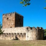 Средневековый замок Мунатонес