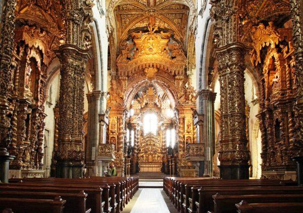 Интерьер церкви Святого Франциска в Порту