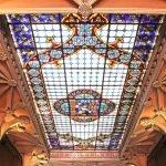 Витражный потолок в лавке Livraria Lello