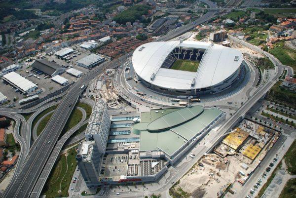 Вид на стадион Драгау в Порту сверху