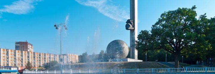 Стелла, установленная к юбилею города, - символ Калуги