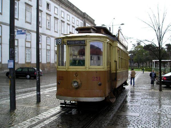 Жёлтый трамвай Порту
