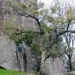 Вид на стену замка Гимарайнш сбоку