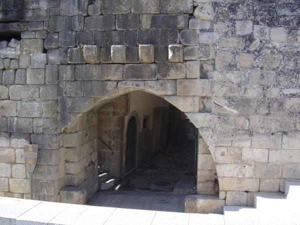 Башня крепости Фернандина в Порту