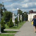Аллея скульптур рядом с выставочным центром «Эрмитаж-Выборг»
