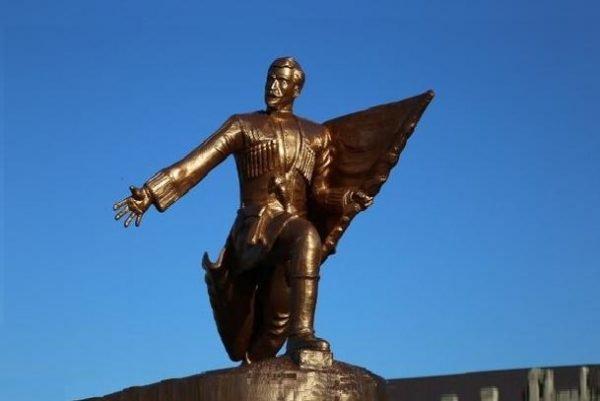 Памятник борцам за установление советской власти в Дербенте