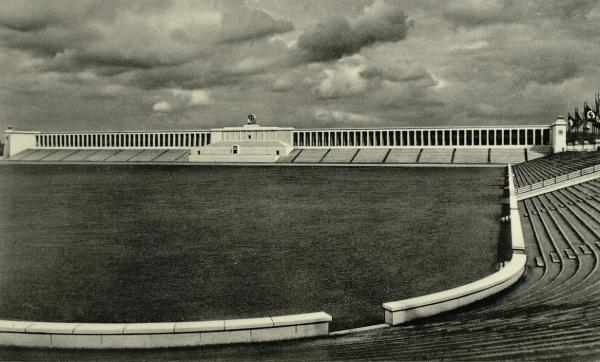 Трибуна на стадионе Цепеллин в Нюрнберге