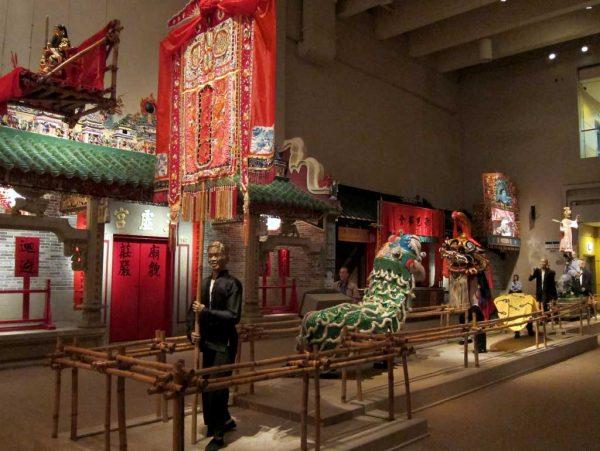 Экспонаты внутри исторического музея Гонконга