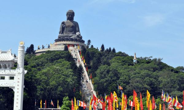 Вид на статую Большого Будды снизу
