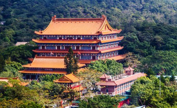 Вид сверху на монастырь По Лин в Гонконге